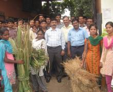 Prin. Dr.Praveen Chougale ,Teachers And Students On The Occasion Of Grass Collection Day